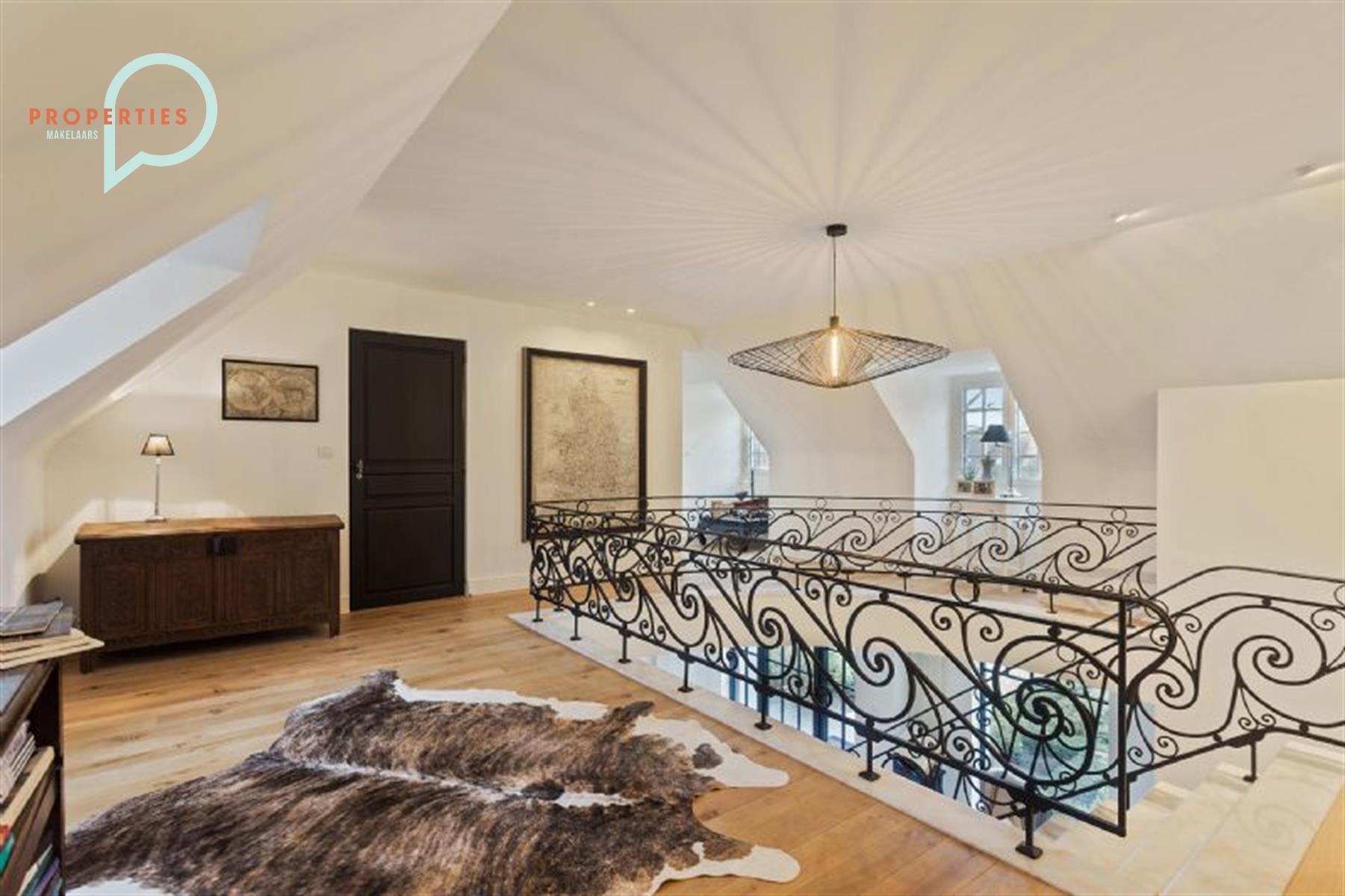 Prachtige, tijdloze villa te koop in Deurle!