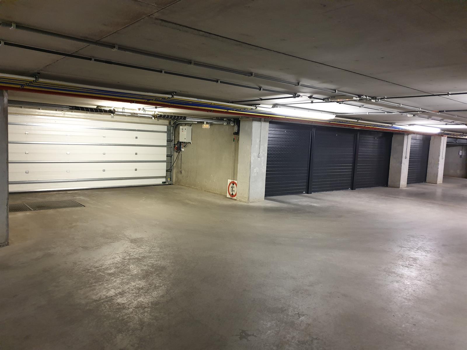 Goed gelegen afgesloten ondergrondse autostaanplaats te St-Martens-Latem