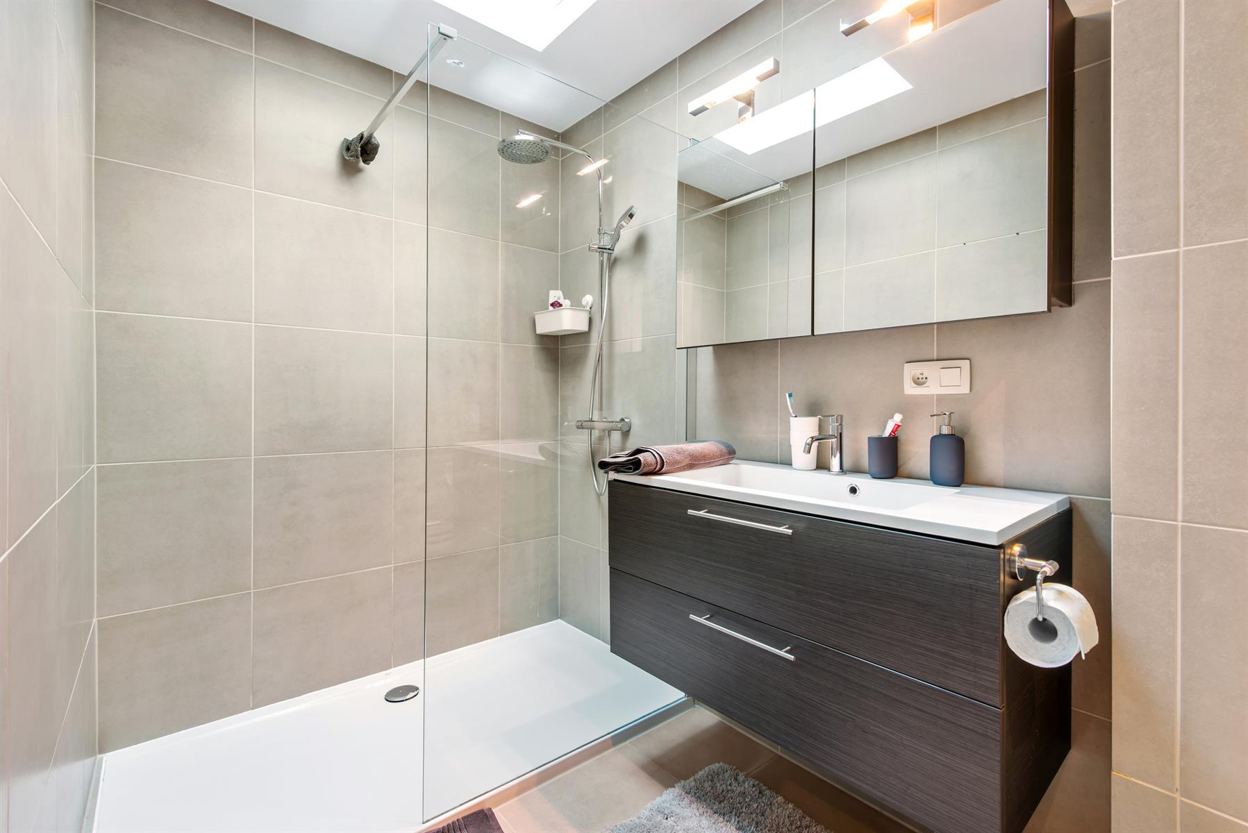 Mooi en ruim (140m2) duplexappartement te Schoonaarde